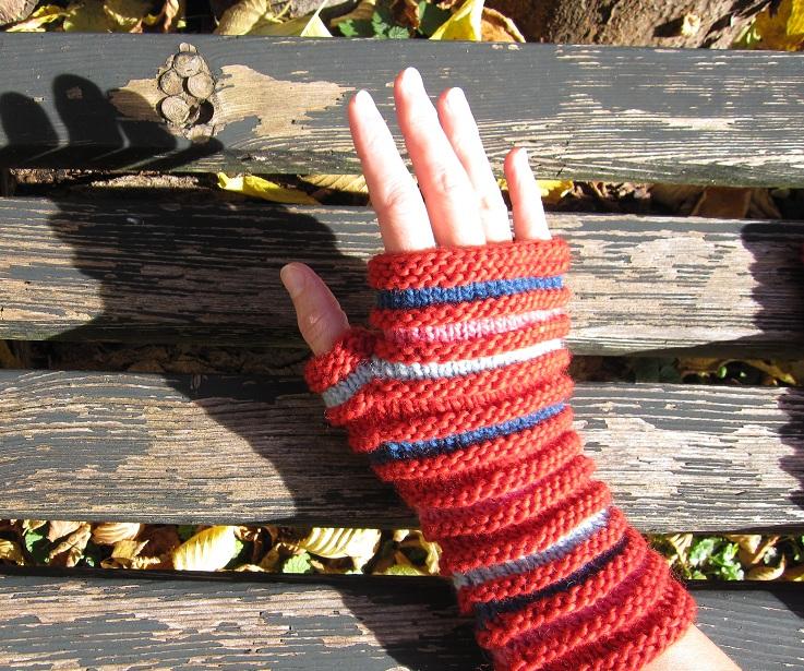 fingerloser Handschuh ziegelrot gestreift