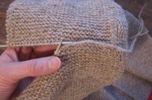 Kapuze eines Trachtenjankers: kraus-rechts-Strickstücke im Maschenstich verbinden