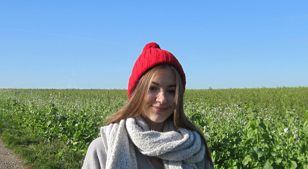 Knitted ribbed hat: free pattern