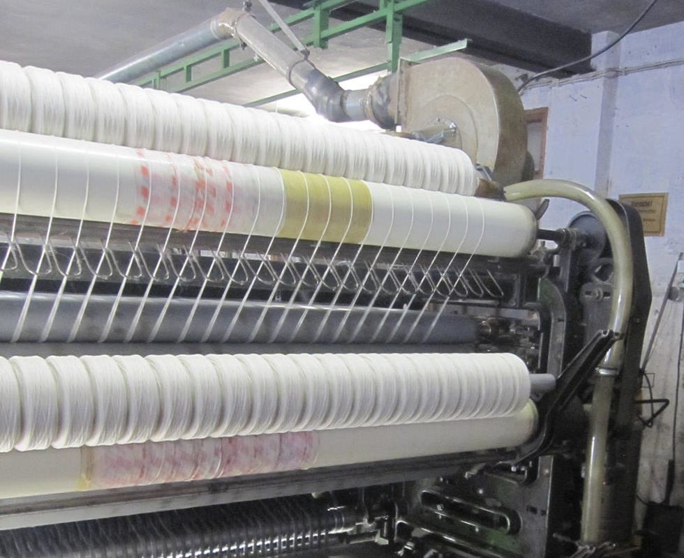 Machine processing of sheep's wool: the threads are created