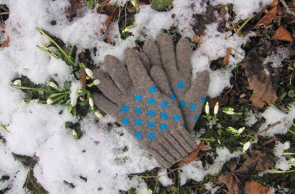 Handgestrickte Fingerhandschuhe aus regionaler Merinowolle