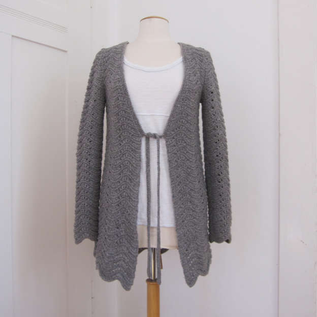 Waves cardigan with lace pattern