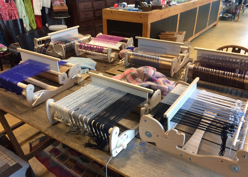 Weaving workshop: different looms